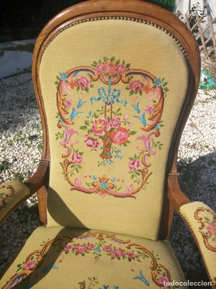 Antigüedades: juego de salón luis xv ,sofa,2 sillones ,4 sillas,2 reposa pies 1 cojín,todo completamente bordado - Foto 22 - 139462226