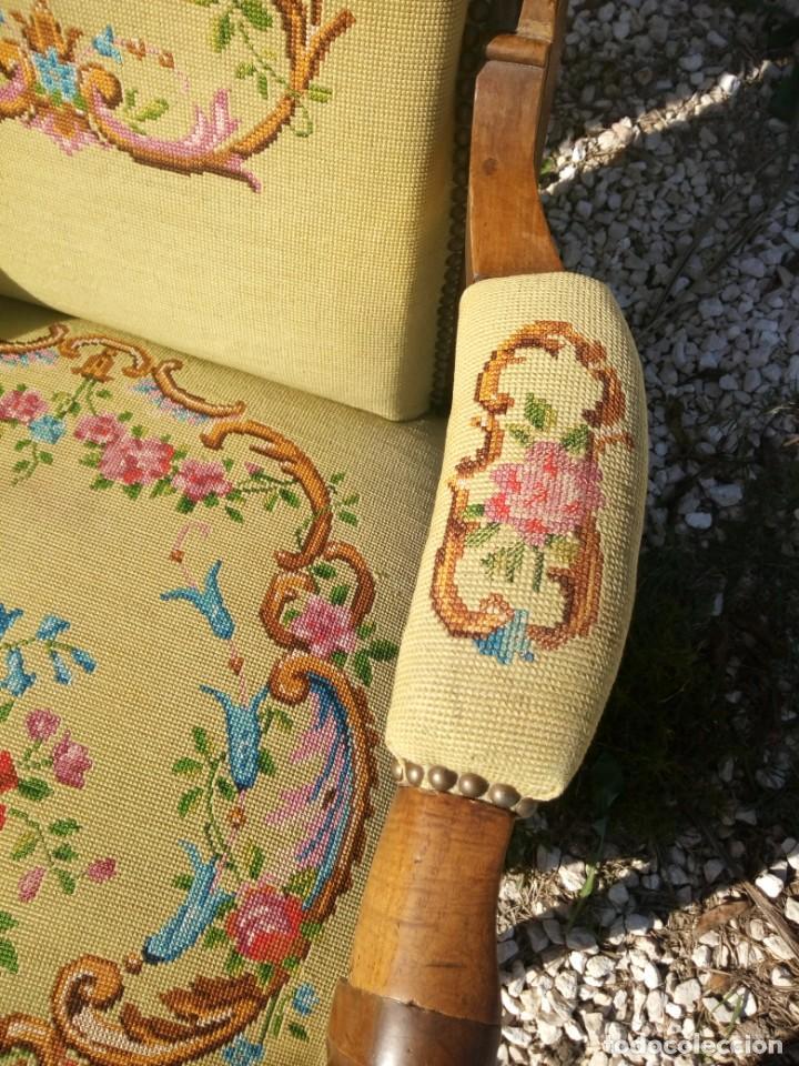 Antigüedades: juego de salón luis xv ,sofa,2 sillones ,4 sillas,2 reposa pies 1 cojín,todo completamente bordado - Foto 23 - 139462226