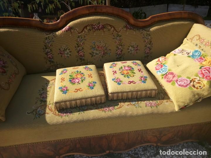 Antigüedades: juego de salón luis xv ,sofa,2 sillones ,4 sillas,2 reposa pies 1 cojín,todo completamente bordado - Foto 25 - 139462226