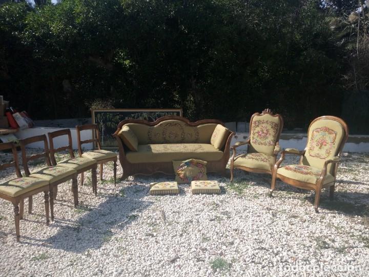 Antigüedades: juego de salón luis xv ,sofa,2 sillones ,4 sillas,2 reposa pies 1 cojín,todo completamente bordado - Foto 29 - 139462226