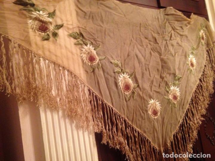 Antigüedades: ELEGANTE MANTON BORDADO EN SEDA . - Foto 8 - 139463022