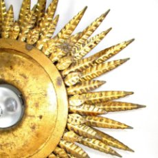 Antigüedades: GRAN LAMPARA HIERRO TRIPLE HILADA FORJA DORADA TIPO SOL A JUEGO ESPEJO. Lote 139477186
