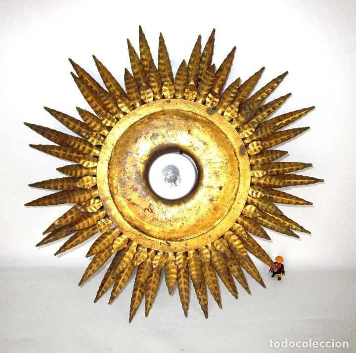 Antigüedades: GRAN LAMPARA HIERRO TRIPLE HILADA FORJA DORADA TIPO SOL A JUEGO ESPEJO - Foto 3 - 139477186