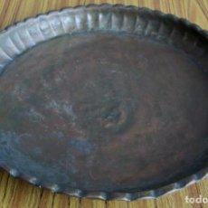 Antigüedades: BANDEJA DE COBRE - 39 CM. DE DIÁMETRO . Lote 139487222