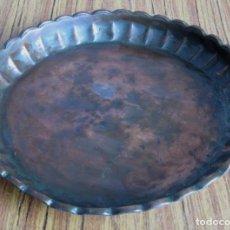 Antigüedades: BANDEJA DE COBRE - 27 CM. DE DIÁMETRO . Lote 139487382