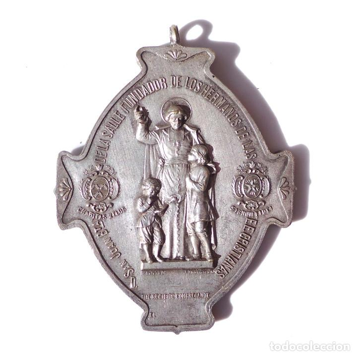 COLEGIO NUESTRA SEÑORA DE LA BONANOVA - CONGREGACION DE MARIA INMACULADA 7 CM DE ALTA (Antigüedades - Religiosas - Medallas Antiguas)