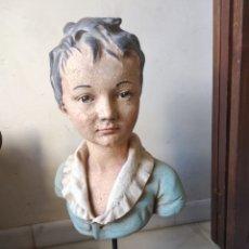Arte: BONITO BUSTO EN PAPEL-MACHÉ Y PEANA DE MADERA. Lote 139530562