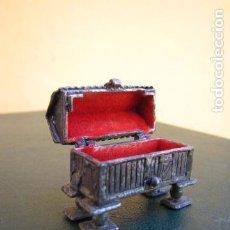 Antigüedades: PASTILLERO ORREO. PLATA. Lote 139608150