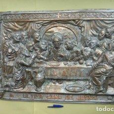 Antigüedades: CUADRO REPUJADO DE METAL,,REPRESENTANDO LA SANTA CENA,,BUEN ESTADO,PEQUEÑOS DEFECTOS. AÑOS 50-60. Lote 139628886