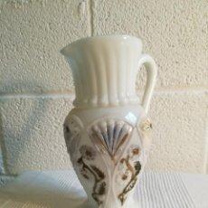 Antigüedades: JARRA BLANCA DE OPALINA, ANTIGUA. . Lote 139629318