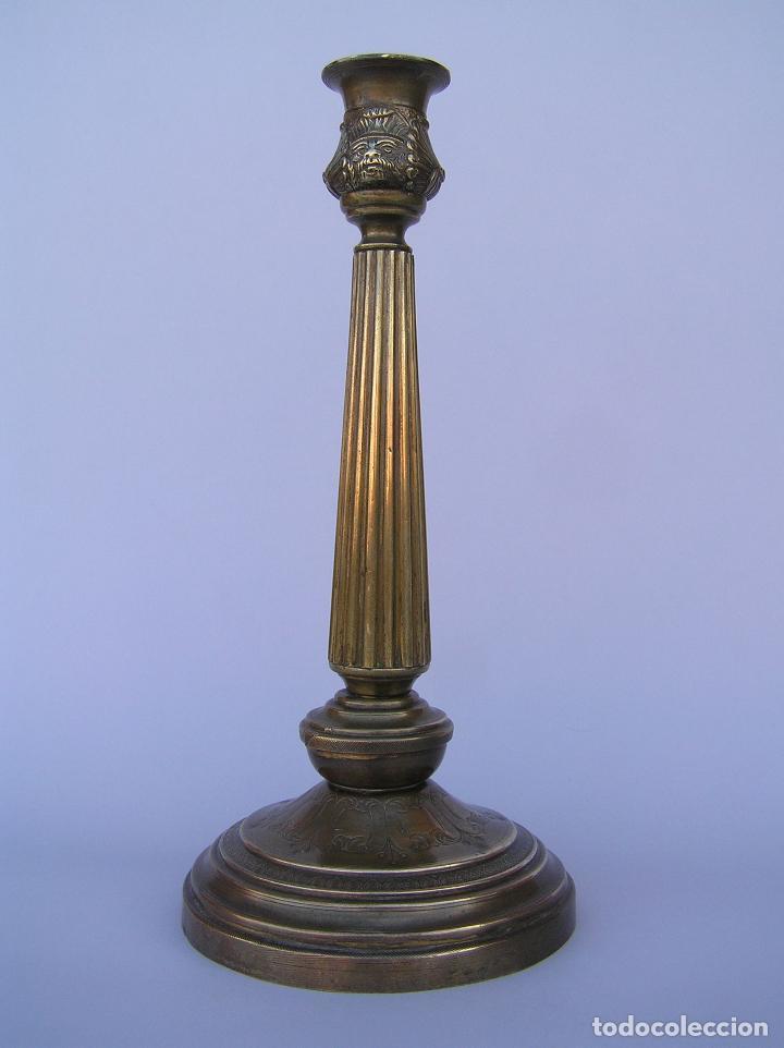 CANDELERO BRONCE-LATÓN. S. XVIII. ESTILO IMPERIO .25 CM. (Antigüedades - Iluminación - Candelabros Antiguos)