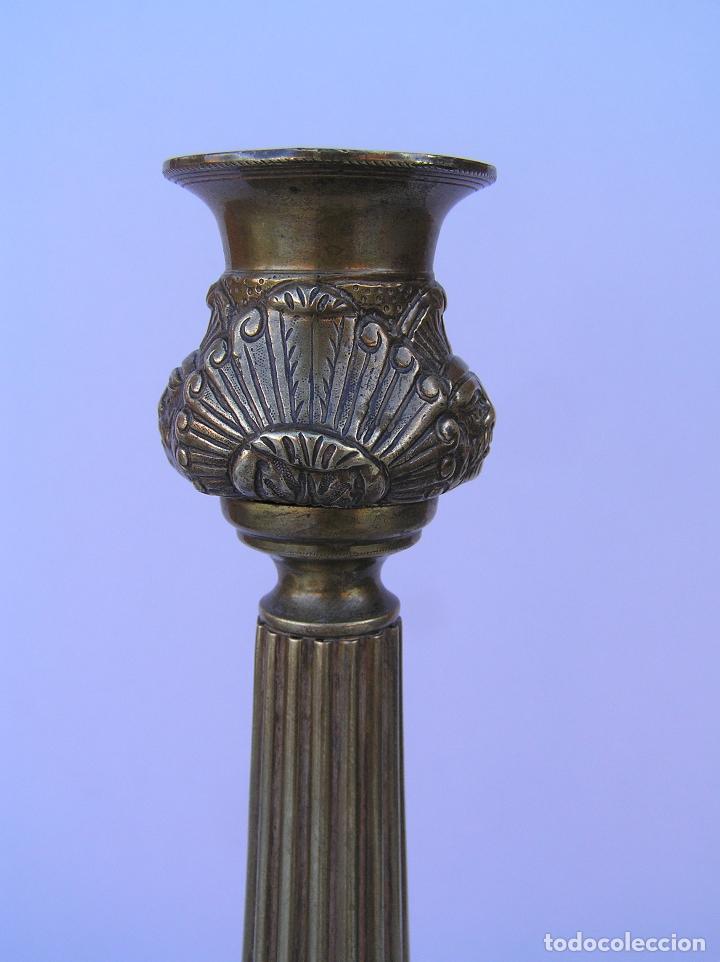Antigüedades: CANDELERO BRONCE-LATÓN. S. XVIII. estilo Imperio .25 cm. - Foto 6 - 139630614
