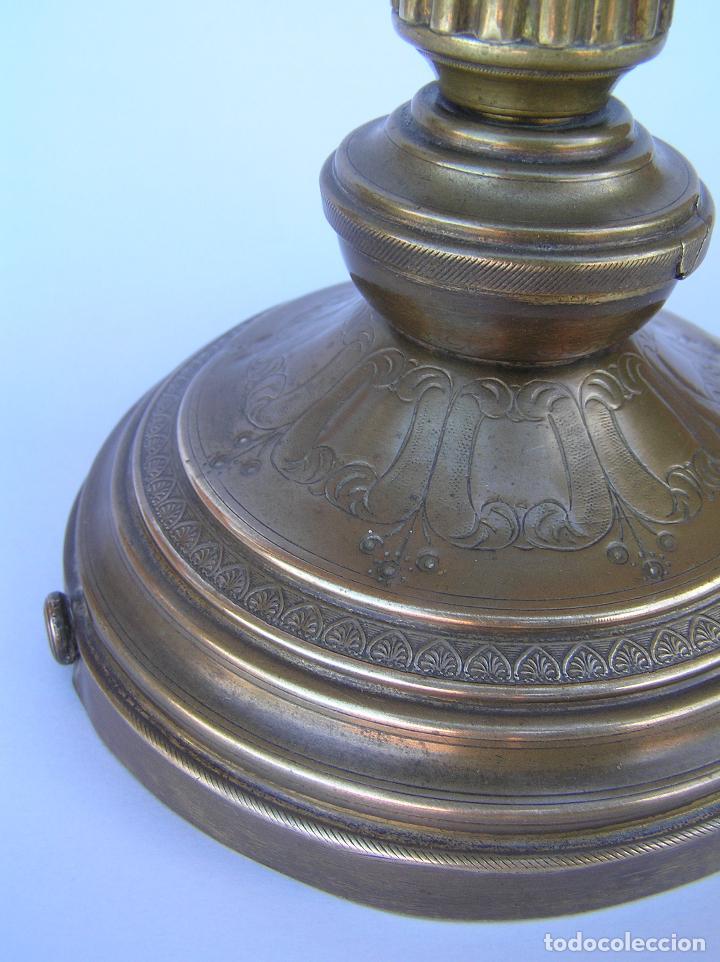 Antigüedades: CANDELERO BRONCE-LATÓN. S. XVIII. estilo Imperio .25 cm. - Foto 9 - 139630614