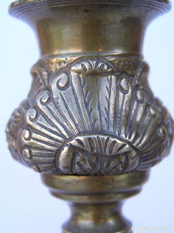 Antigüedades: CANDELERO BRONCE-LATÓN. S. XVIII. estilo Imperio .25 cm. - Foto 17 - 139630614