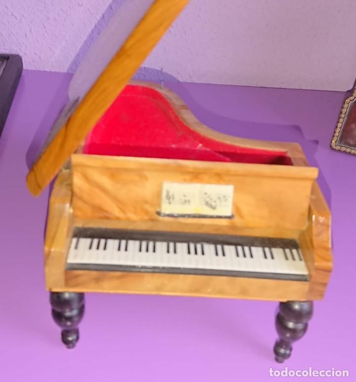 Antigüedades: CAJA JOYERO MUSICAL DE MADERA EN FORMA DE PIANO - Foto 2 - 139668302