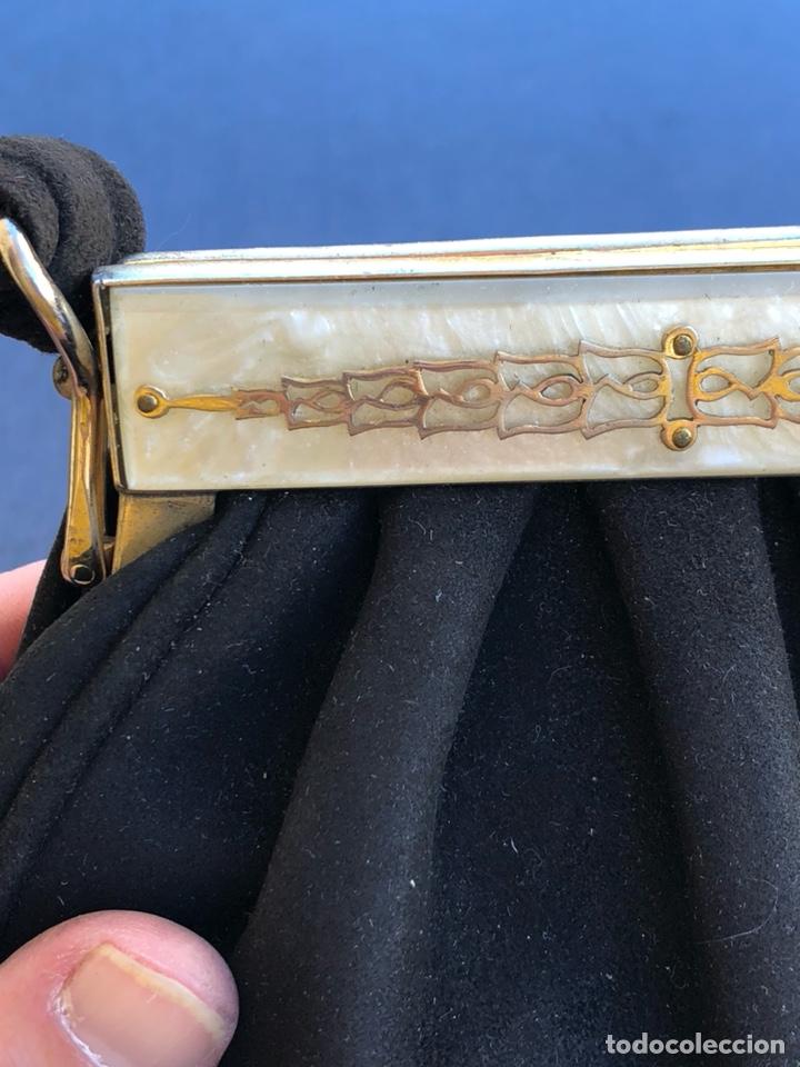 Antigüedades: Precioso bolso de fiesta antiguo, cierre de nácar - Foto 2 - 139706349