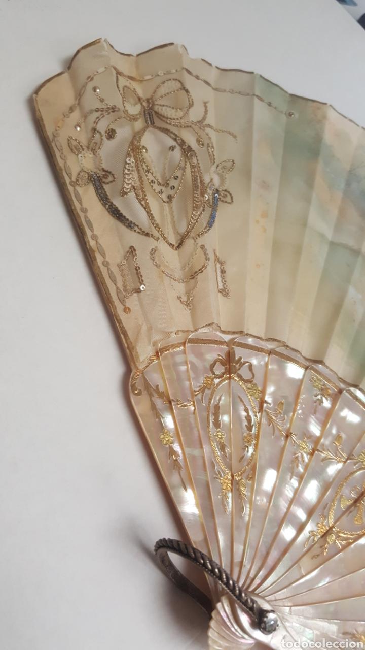 Antigüedades: Abanico pintado y firmado s.XIX varillaje en nacar y encaje. - Foto 6 - 139707260