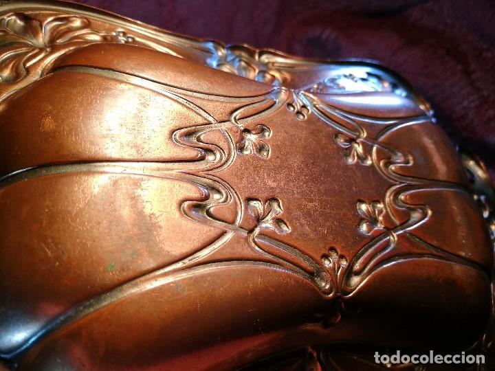 Antigüedades: PRECIOSA BANDEJA - VACIABOLSILLOS --BRONCE COBREADO AL MERCURIO MODERNISTA ORIGINAL - Foto 13 - 139749334