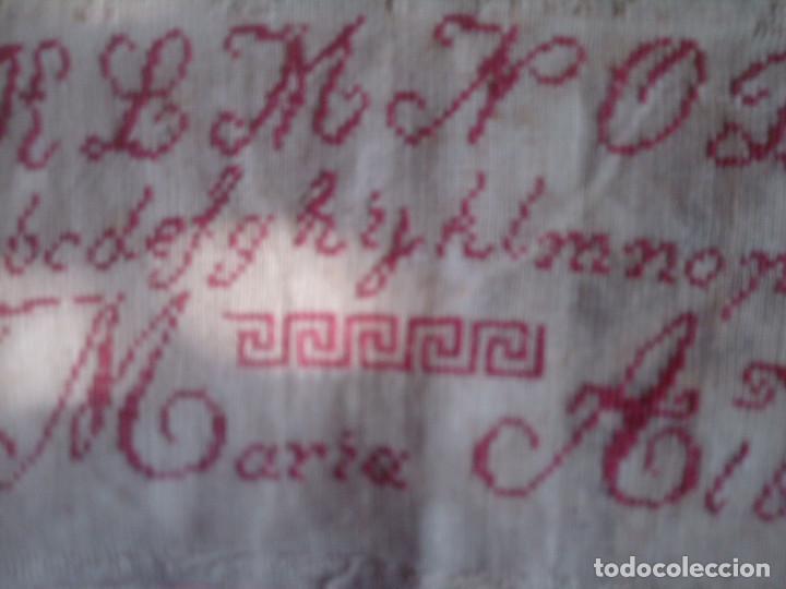 Antigüedades: ~~~~ ANTIGUO Y BELLISIMO ABECEDARIO BORDADO MANUAL PETIT POINT, FECHADO EN 1897,MIDE 53 X 26 CM.~~~~ - Foto 5 - 139752102