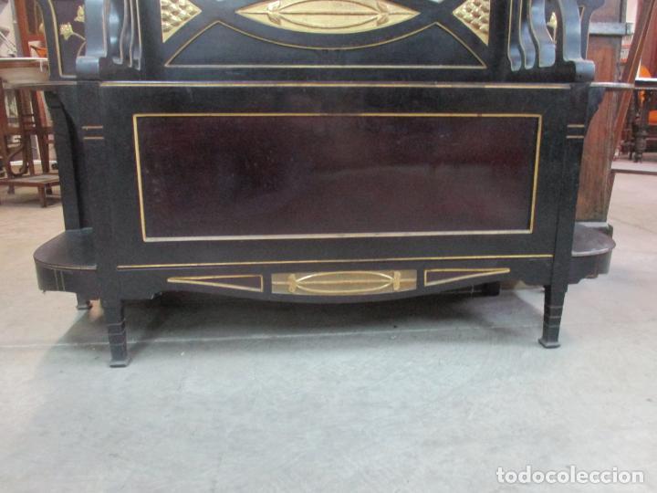Antigüedades: Mueble Recibidor Modernista - Joan Busquets - Banco, Consola - Madera de Caoba Dorada - Gran Espejo - Foto 2 - 139784326