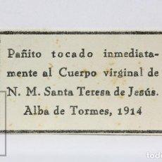 Antigüedades: ANTIGUA RELIQUIA RELIGIOSA - PAÑITO N.M. SANTA TERESA DE JESÚS - ALBA DE TORMES, 1914. Lote 139796750