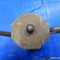 Antigüedades: ANTIGUO JUEGO DE TETERA Y AZUCARERO METALICOS CON FORMA OCTOGONAL . Lote 139811362