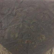 Antigüedades: ANTIGUO MANTÓN ISABELINO, SEDA BORDADA A MANO. SIGLO XLX.. Lote 139817969