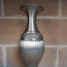 Antigüedades: JARRON LATON DECORADO. Lote 139863210