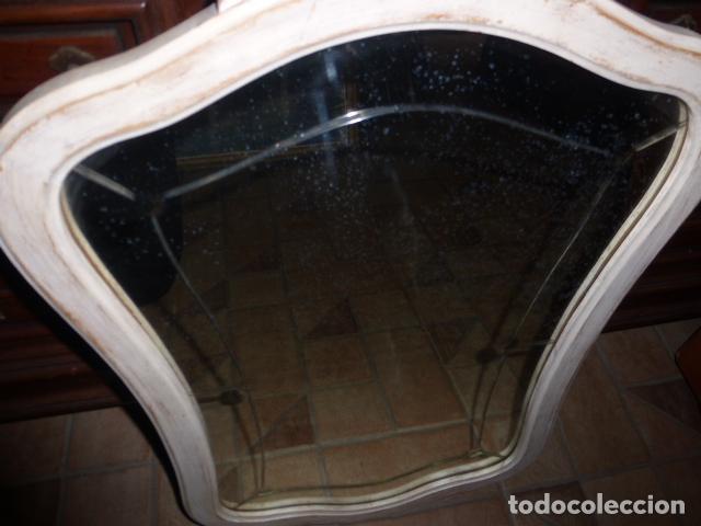 Antigüedades: ANTIGUO ESPEJO DE MADERA RESTAURADO EN BLANCO DECAPE - Foto 3 - 139873606