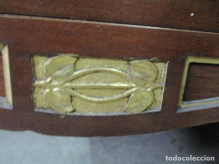 Antigüedades: Curioso Mueble Modernista - Joan Busquets - Sofá, Pareja de Vitrinas y Espejo - Madera de Caoba - Foto 6 - 139889778
