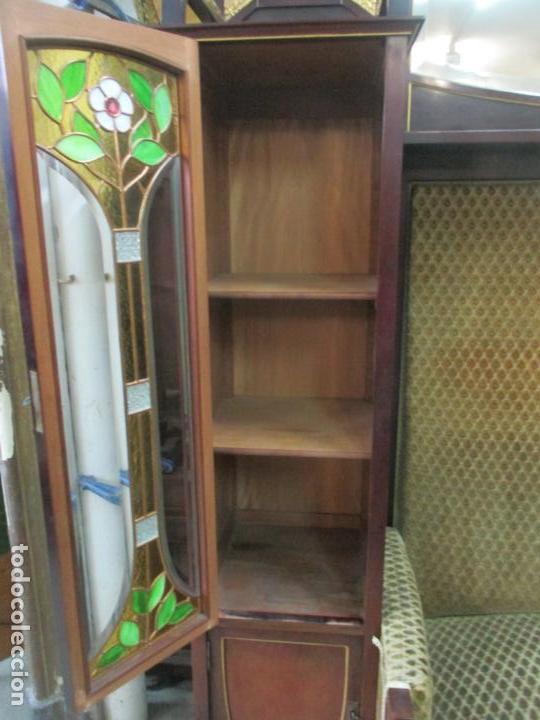 Antigüedades: Curioso Mueble Modernista - Joan Busquets - Sofá, Pareja de Vitrinas y Espejo - Madera de Caoba - Foto 16 - 139889778