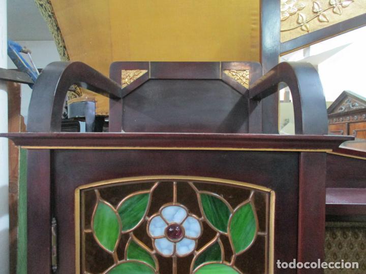 Antigüedades: Curioso Mueble Modernista - Joan Busquets - Sofá, Pareja de Vitrinas y Espejo - Madera de Caoba - Foto 17 - 139889778