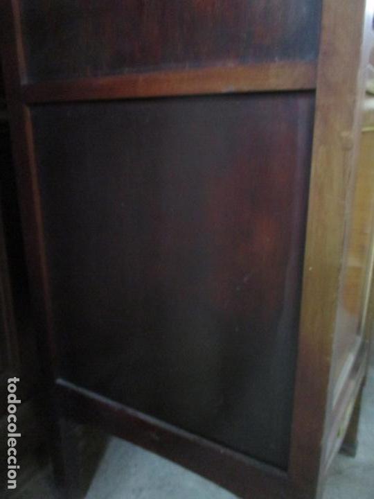 Antigüedades: Curioso Mueble Modernista - Joan Busquets - Sofá, Pareja de Vitrinas y Espejo - Madera de Caoba - Foto 22 - 139889778