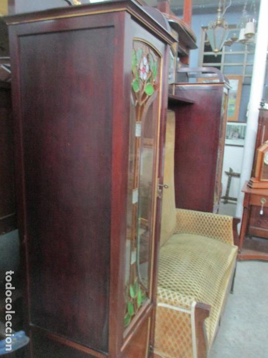 Antigüedades: Curioso Mueble Modernista - Joan Busquets - Sofá, Pareja de Vitrinas y Espejo - Madera de Caoba - Foto 23 - 139889778