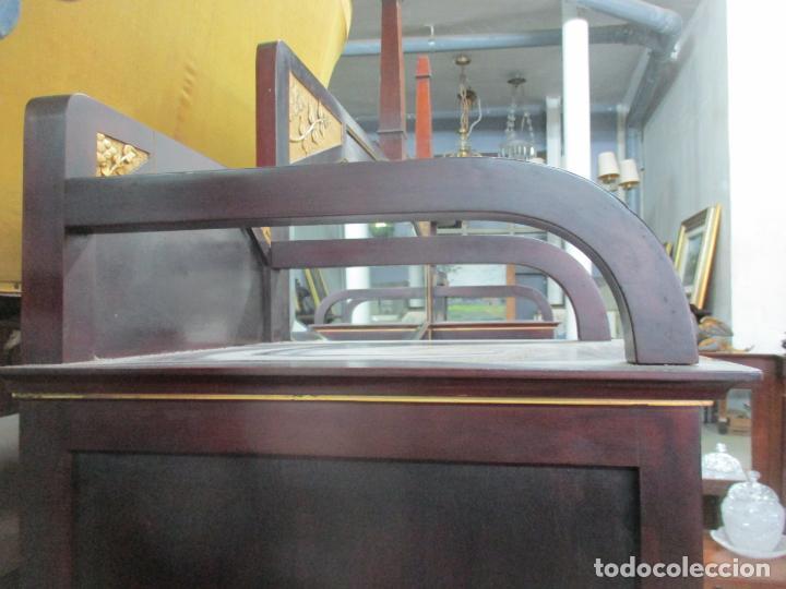 Antigüedades: Curioso Mueble Modernista - Joan Busquets - Sofá, Pareja de Vitrinas y Espejo - Madera de Caoba - Foto 24 - 139889778