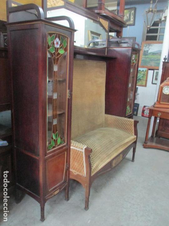 Antigüedades: Curioso Mueble Modernista - Joan Busquets - Sofá, Pareja de Vitrinas y Espejo - Madera de Caoba - Foto 25 - 139889778