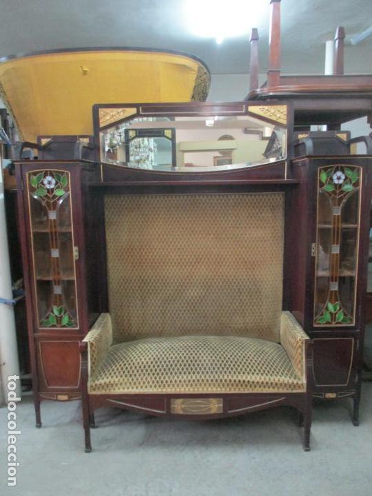 Antigüedades: Curioso Mueble Modernista - Joan Busquets - Sofá, Pareja de Vitrinas y Espejo - Madera de Caoba - Foto 28 - 139889778