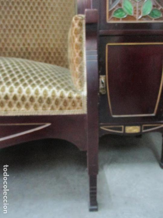 Antigüedades: Curioso Mueble Modernista - Joan Busquets - Sofá, Pareja de Vitrinas y Espejo - Madera de Caoba - Foto 31 - 139889778