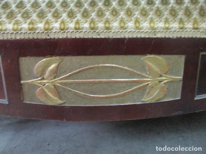 Antigüedades: Curioso Mueble Modernista - Joan Busquets - Sofá, Pareja de Vitrinas y Espejo - Madera de Caoba - Foto 32 - 139889778