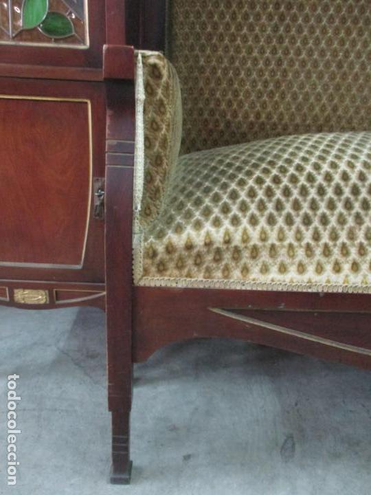 Antigüedades: Curioso Mueble Modernista - Joan Busquets - Sofá, Pareja de Vitrinas y Espejo - Madera de Caoba - Foto 33 - 139889778