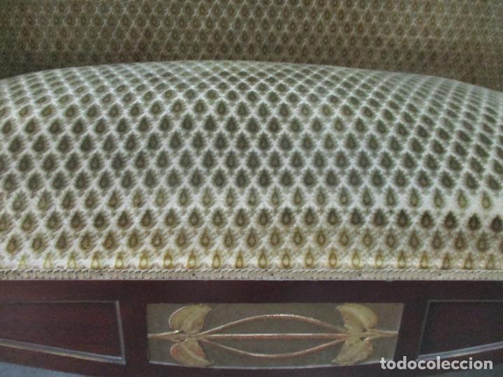 Antigüedades: Curioso Mueble Modernista - Joan Busquets - Sofá, Pareja de Vitrinas y Espejo - Madera de Caoba - Foto 36 - 139889778