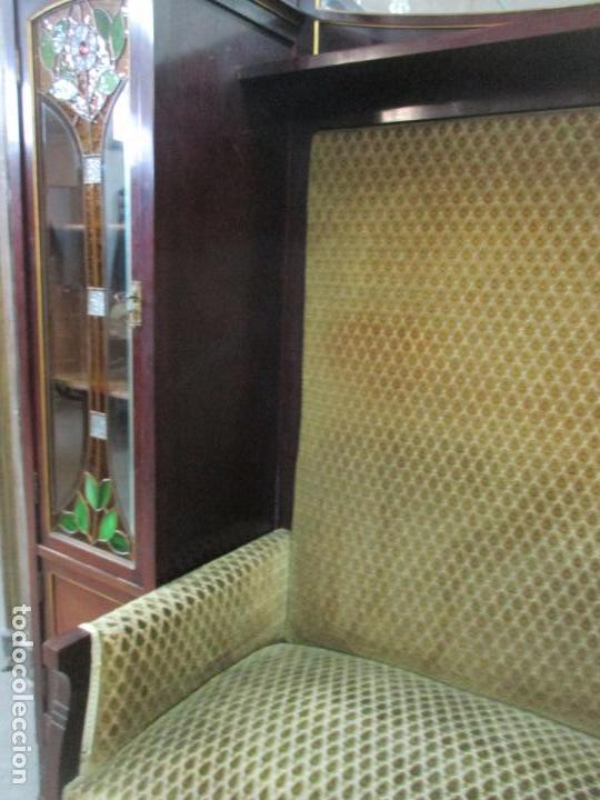 Antigüedades: Curioso Mueble Modernista - Joan Busquets - Sofá, Pareja de Vitrinas y Espejo - Madera de Caoba - Foto 38 - 139889778