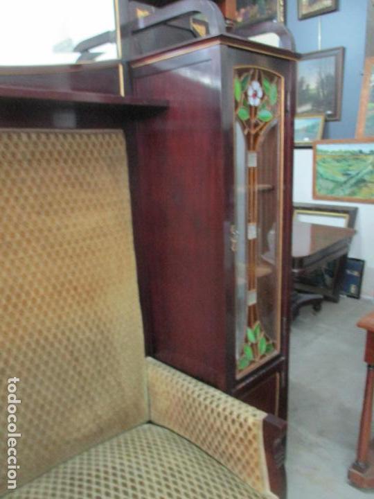 Antigüedades: Curioso Mueble Modernista - Joan Busquets - Sofá, Pareja de Vitrinas y Espejo - Madera de Caoba - Foto 39 - 139889778