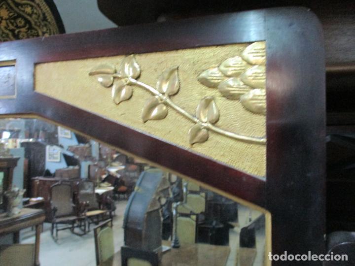 Antigüedades: Curioso Mueble Modernista - Joan Busquets - Sofá, Pareja de Vitrinas y Espejo - Madera de Caoba - Foto 42 - 139889778