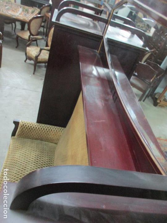 Antigüedades: Curioso Mueble Modernista - Joan Busquets - Sofá, Pareja de Vitrinas y Espejo - Madera de Caoba - Foto 43 - 139889778