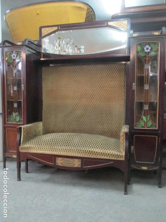 Antigüedades: Curioso Mueble Modernista - Joan Busquets - Sofá, Pareja de Vitrinas y Espejo - Madera de Caoba - Foto 44 - 139889778
