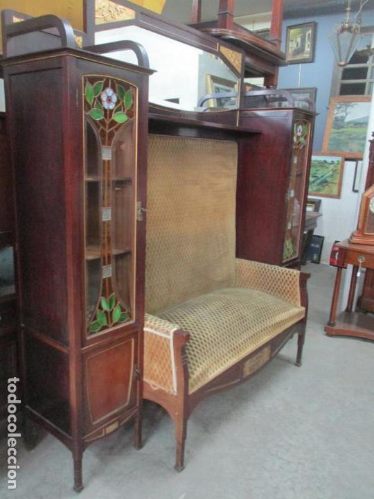 Antigüedades: Curioso Mueble Modernista - Joan Busquets - Sofá, Pareja de Vitrinas y Espejo - Madera de Caoba - Foto 49 - 139889778