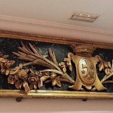 Antigüedades: FRONTAL TALLADO, DORADO Y MARMOREADO CON MOTIVOS VEGETALES Y ESCUDO CENTRAL. S. XVIII.. Lote 139891650