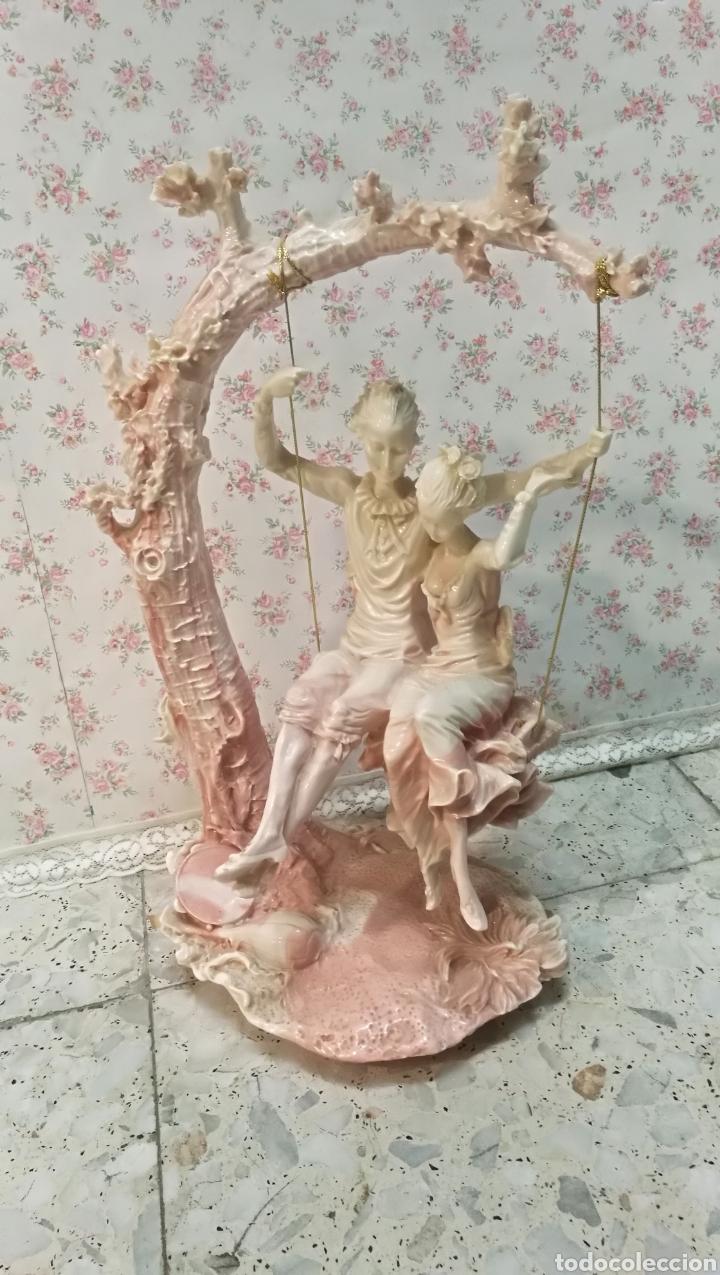 figura resina pareja de enamorados en columpio comprar figuras