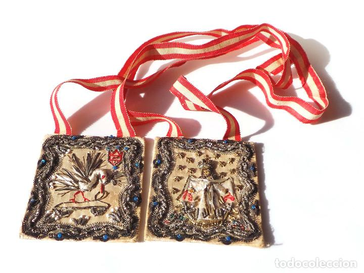 Antigüedades: Escapulario finales siglo XVIII ppios XIX bordado a mano con hilo de oro. perfecto estado - Foto 2 - 139951166